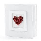 Gästbok med röda rosor formade som ett hjärta