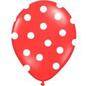 Röda ballonger med vita prickar